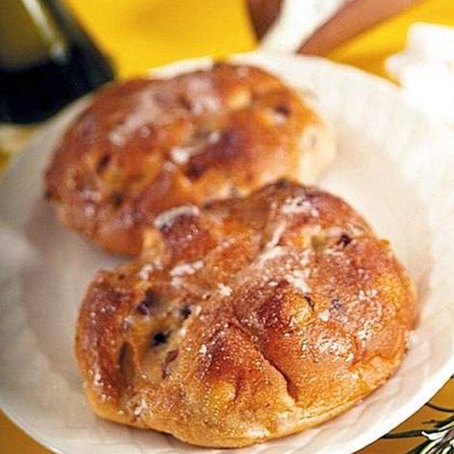 Pane di Natale: frutta secca, uvetta, miele gli ingredienti di una ricetta vecchia come la nostra terra.