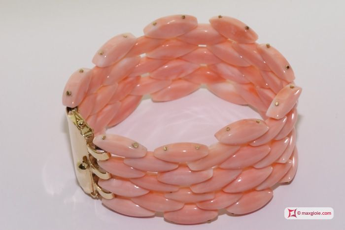 Extra Pink Coral Bracelet shuttle 4 rows in Yellow Gold 18K Bracciale Corallo rosa Extra navetta 4 file in Oro giallo 18K #jewelery #luxury #trend #fashion #style #italianstyle #lifestyle #gold #store #collection #shop #shopping  #showroom #mode #chic #love #loveit #lovely #style #all_shots #beautiful #pretty #madeinitaly #bracelets #braceletsforsale