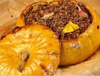 Вкуснейшая запеченная курица с хрустящей корочкой, мягкий картофель и сыр — что может быть лучше для простого домашнего ужина? Подробный пошаговый рецепт с фото.