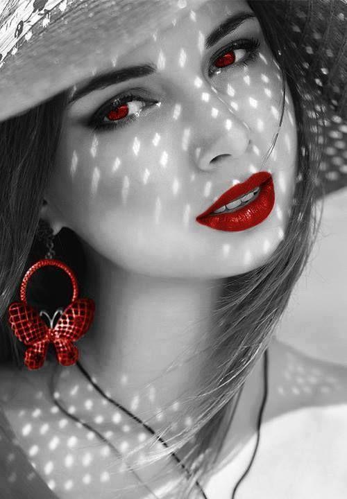 Le donne si innamorano di ciò che ascoltano e gli uomini di ciò che vedono. E' per questo che gli uomini mentono e le donne si truccano! ♥
