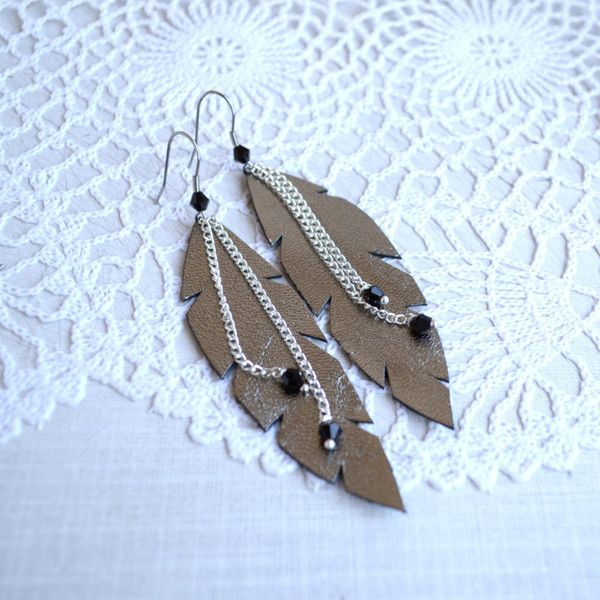 feathers earrings silver color, leather featfhers earrings, feathers... via Polyvore featuring jewelry, earrings, boho jewelry, feather jewelry, earring jewelry, dangle earrings and bohemian style earrings
