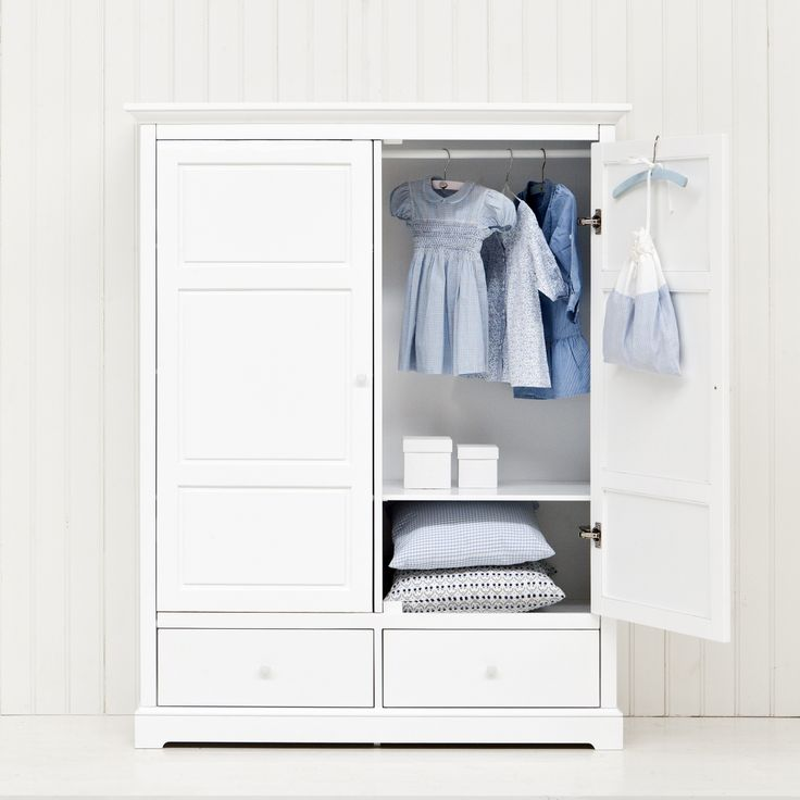 Kids wardrobe H152 with 2 doors from Oliver Furniture.  www.oliverfurniture.com
