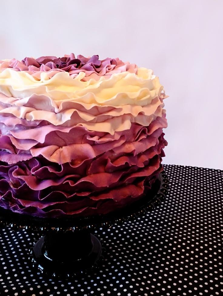 beautiful ruffle cake, the ruffles go up!