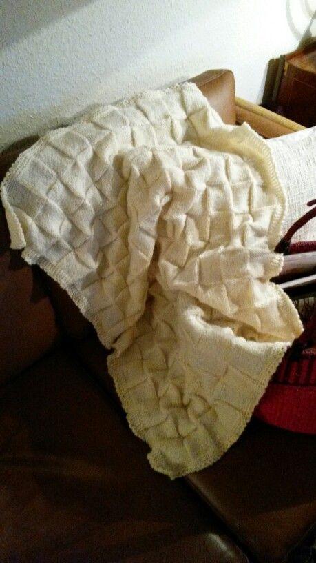 Hjemmestrikket babytæppe til kommende barnebarn