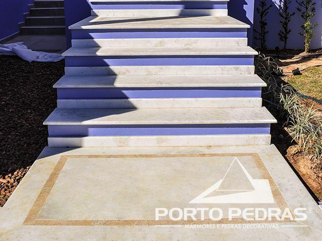Revestimento do piso em Mármore Clássico e Granito Amarelo Itaúnas