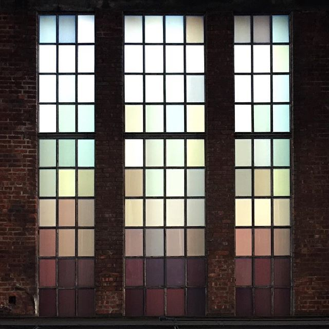 09.03.2016 – Window colour gradient. Detail of building on New York's beautiful High Line, between West 15th and West 16th Street. #design #gradient #colour #color #newyork #nyc #highlinenyc #nofilter