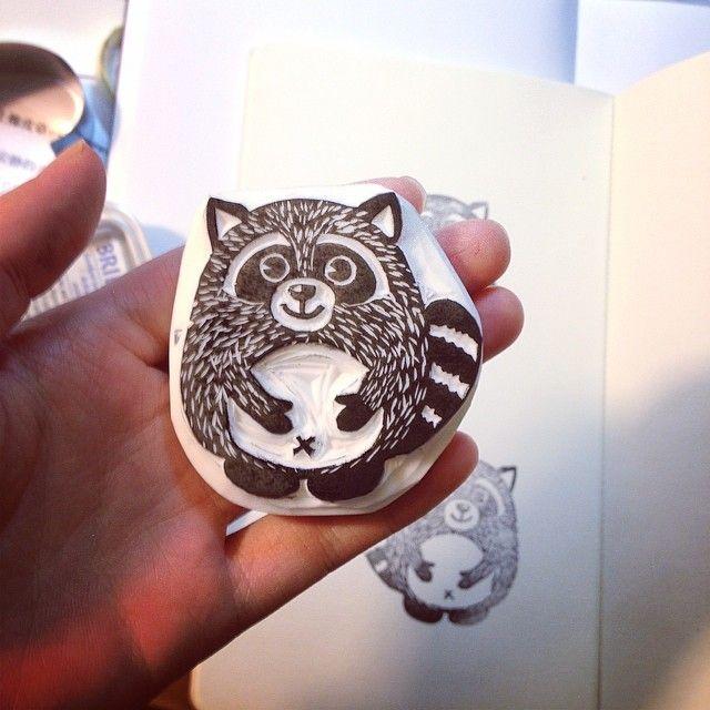 Raccoon stamp carving, pic by Carloe Liu