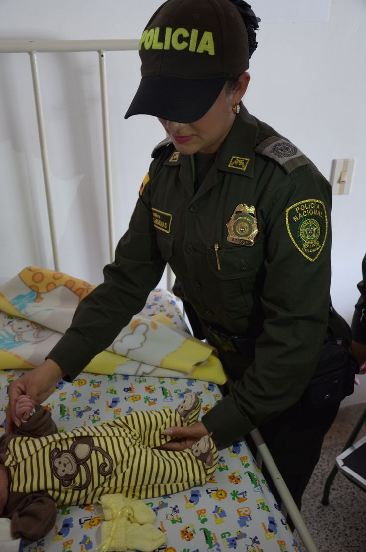 Bebé con tan solo 3 horas de nacido, fue abandonado en calles de #Barbosa  #Antioquia afortunadamente nuestra Policía lo rescató a tiempo.