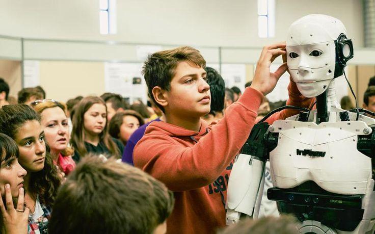 TECHNOLOGY, INVENTIVENESS, ROBOT, INMOOV, Ενας 15χρονος μαθητής, ο Δημήτρης Χατζής, βρήκε την έμπνευση σε ταινίες επιστημονικής φαντασίας και έφτιαξε στο δωμάτιό του ένα ρομπότ φυσικού μεγέθους που μιμείται τις ανθρώπινες κινήσεις.