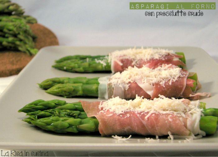 Asparagi al forno con prosciutto crudo Vi lascio un'idea veloce e semplicissima per il #pranzo di domani o per la #cena di stasera, siete ancora in tempo per fare la spesa...Gli #asparagi vi piacciono? #LaRicaincucina vi aspetta nel suo Blog http://blog.giallozafferano.it/ricaincucina/asparagi-al-forno-con-prosciutto-crudo/