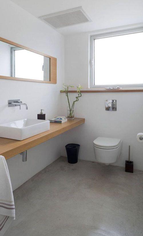 Cemento pulido en el baño, amplitud y limpieza.