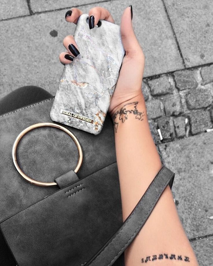 Perfect details with the Royal Grey  Marble  @thelushvoguette #idealofsweden #royalgreymarble #iphone #marble #phonecase #details #fashion #fashionista #inspo #style
