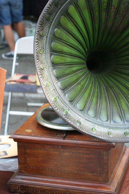 Green Gramophone - antiquarian market, Nizza Monferrato