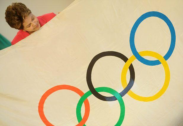 Presidenta de Brasil recibe bandera y Río da largada a olimpíadas para Juegos de 2016