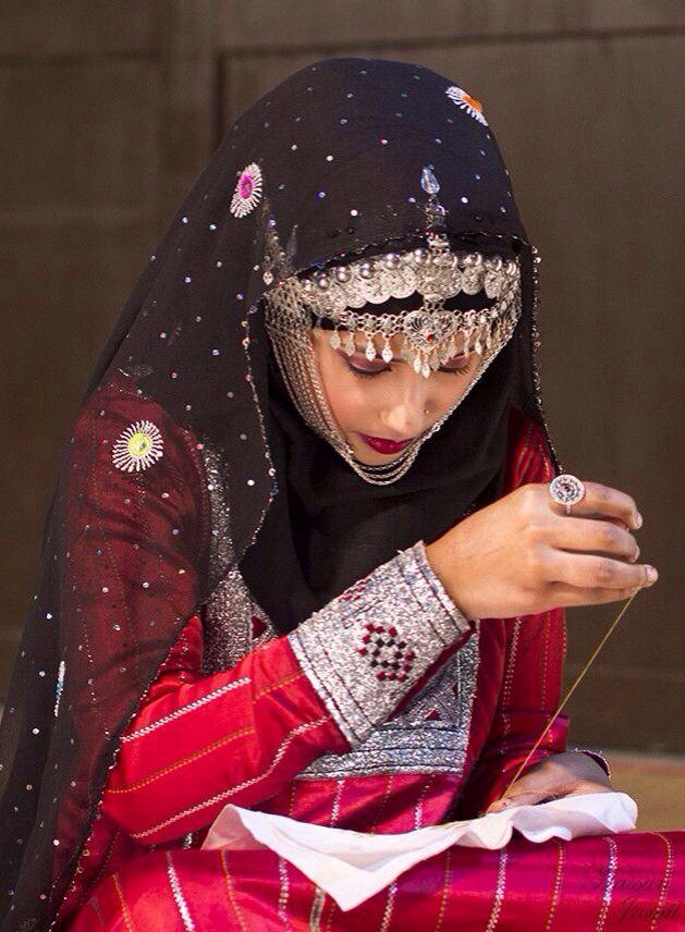 Omani Traditional Dress عادات و تقاليد Pinterest