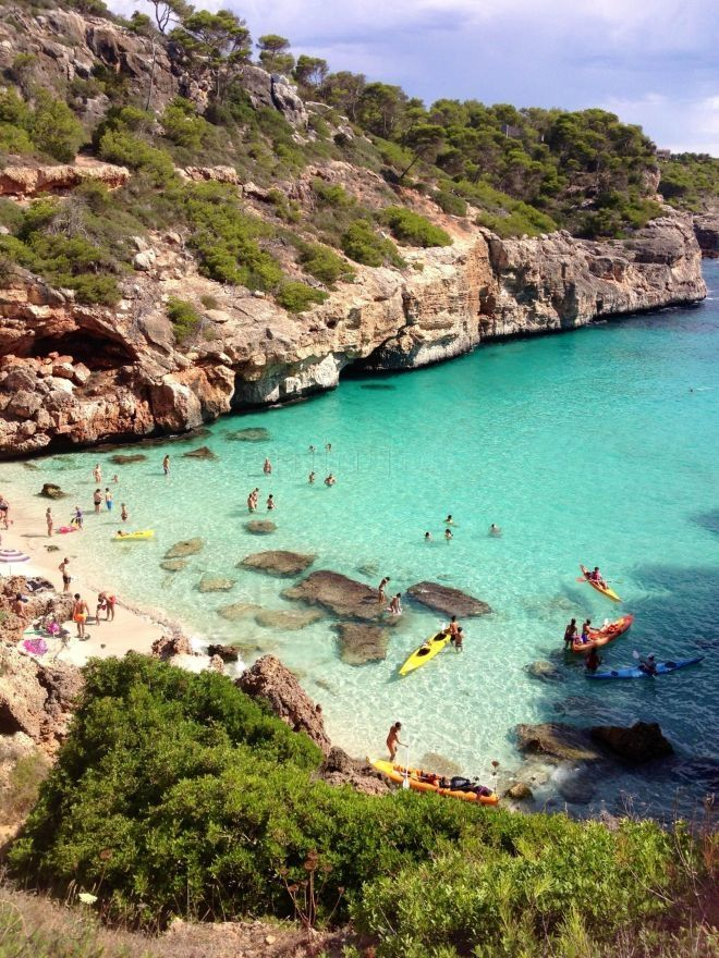 Petit aperçu des criques qui vous attendent à Ibiza ! Eau turquoise, baignade et soleil. Mais également fête et sorties entre amis ! #Ibiza #Spain