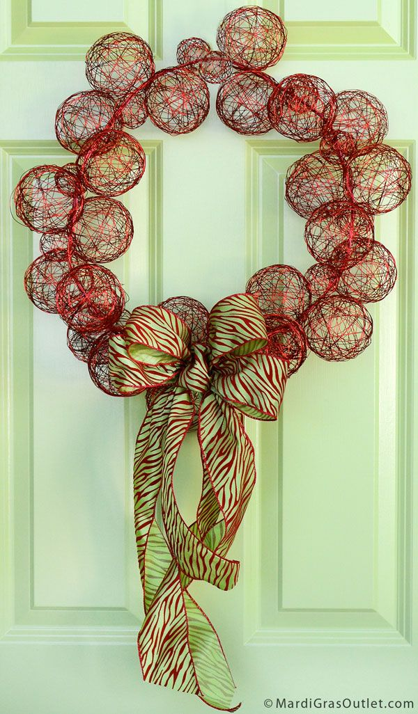 It's time to get your Christmas decorations rolling with these fun decorative wire balls. (Sorry, we couldn't resist the pun.)    ...