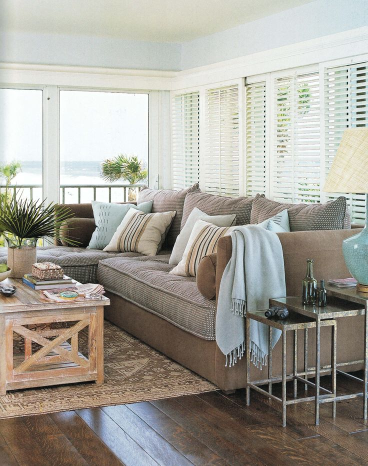 19 Ideas For Relaxing Beach Home Decor: Living Room Colors