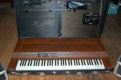 YAMAHA CP-30 ELECTRIC PIANO
