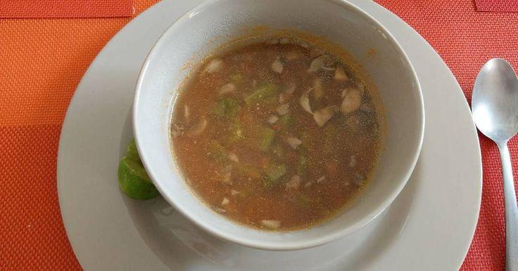 Fabulosa receta para Sopa de champiñones y nopales. Saludable y ligera... Una muy buena opción para la sopa diaria libre de ingredientes de origen animal.  Esta es una receta que invente hoy con ingredientes que tenia en el refrigerador, siempre me gusta intentar nuevas combinaciones.