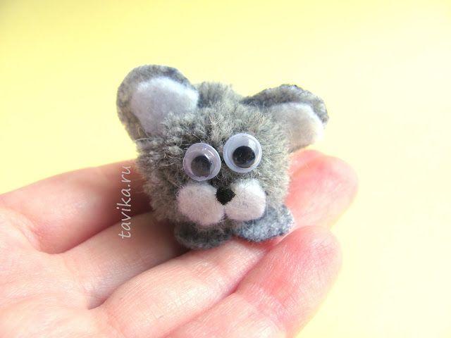 Детская поделка из помпонов - мышонок