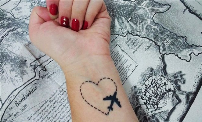 tattoo-viajero-avión-denomades