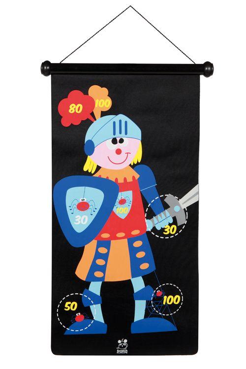 Pijlenspel ridders & draken *** Dit geweldige magnetische dartspel van Scratch is uniek door zijn concept en ontwerp. Het magnetische canvas kan op 2 manieren opgehangen worden. De dartpijlen zijn van plastic en hebben een metalen dop. Het dartspel kan veilig door kinderen gespeeld worden doordat er geen scherpe punten aan de pijlen zitten. Het canvas en de 6 pijltjes zitten mooi verpakt in een koker van stevig karton zodat het steeds compact opgeborgen kan worden.
