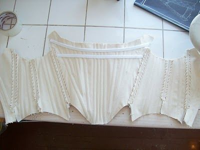 A brilliant 'How to' make a corset, link to free pattern maker!