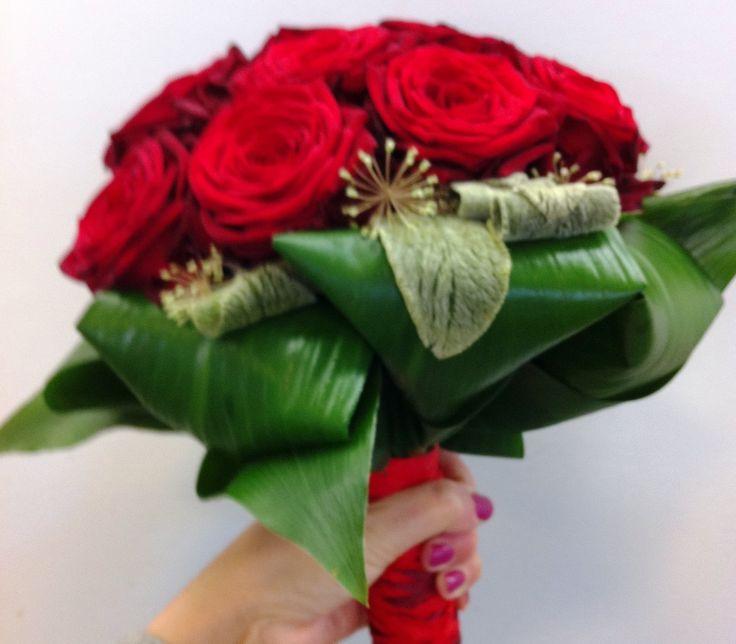 bruidsboeket - bolvormig rode rozen, falenopsis boechout