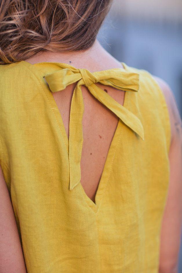 Gelbe Leinenbluse mit kurzen Ärmeln und Rückenausschnitt mit Schleife, fröhliche Sommermode / bright summer fashion: yellow blowse made of linen made by HanaAT via DaWanda.com