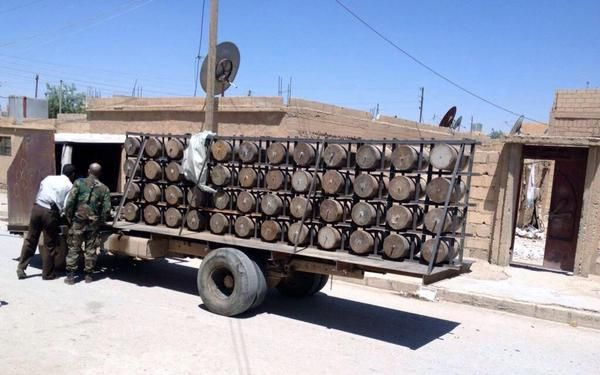 SYRIA and IRAQ NEWS l Peter Clifford Online à al-Hasaka, «Another IS truck bomb (pictured), containing 48 barrels each with 50 kilos of explosive, was caught and dismantled by the Syrian Army.»