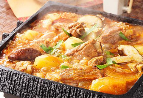 豚とじゃがいものキムチ鍋(カムジャタン風鍋)