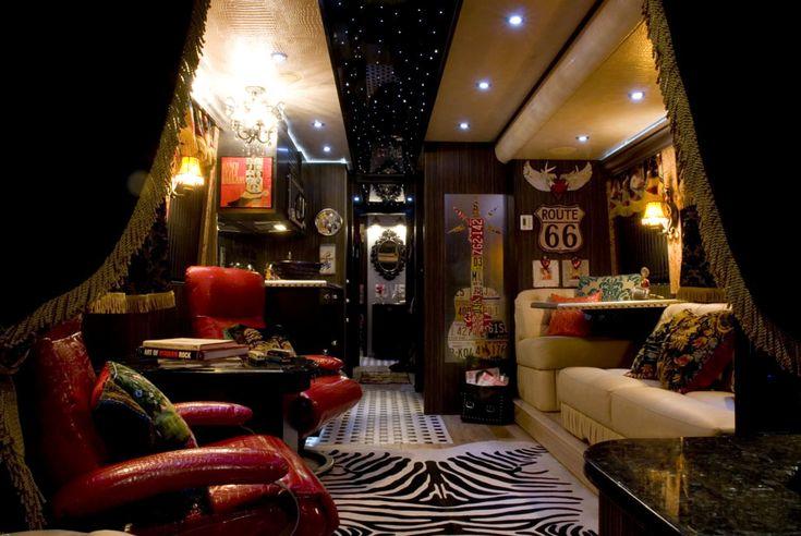 Miranda Lambert S Tour Bus Tons Of Diys Campers