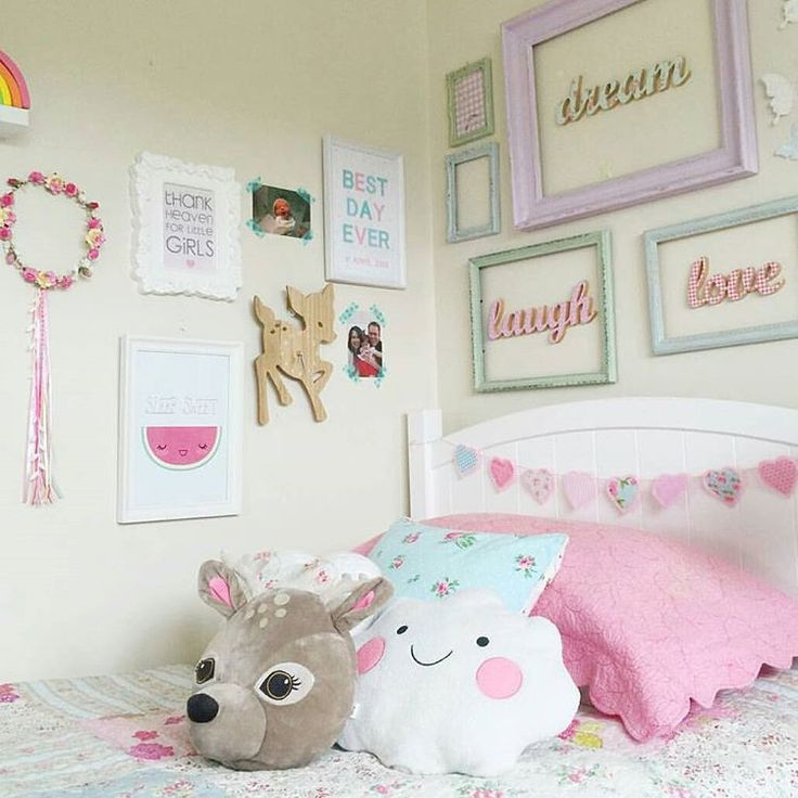 @annie.xoxox has styled this gorgeous room. She has done some DIY wall art above the bed. Deer clock and cloud cushion are from @kmartaus. Beautiful room for a little girl. :) #diy #hack #diymom #girlsroom #bedroominspo #kmartkids