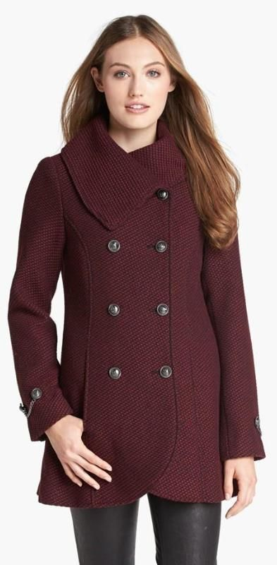 Love the collar on this woven coat and the color.  Very classy.