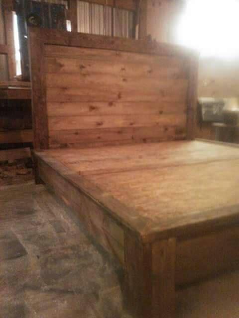 Cama rústica de plataforma por ChaseCreations96 en Etsy