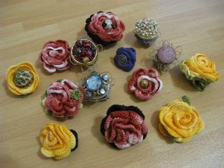 Varietà di anelli fatti all'uncinetto - crochet rings
