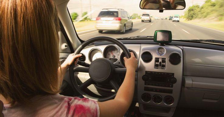 Instrucciones de arranque de GM Passlock. El sistema de General Motors Passlock protege a tu coche contra el robo evitando que el sistema de combustible participe a menos que inserte una llave de encendido válida autorizada por GM. Sin una llave autorizada, el motor no recibirá el combustible necesario para arrancar. Hay una luz indicadora en el tablero que parpadea cuando el Passlock se ...