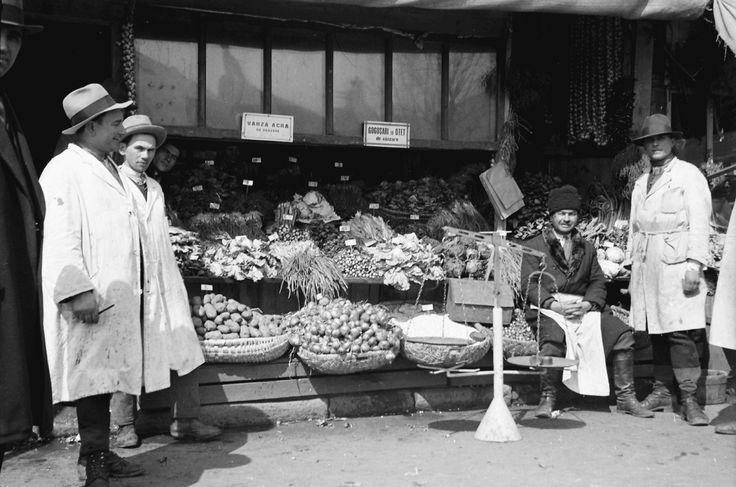 Fruit stand, April 1932