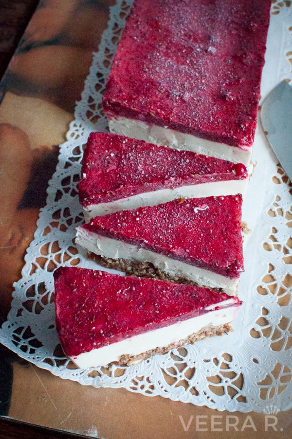 Raw vegan cheese cake, gluten and sugar free. This is a perfect winter cake.