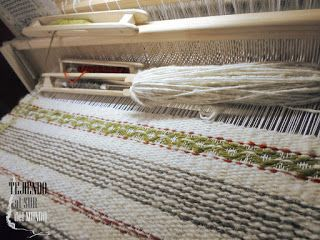 Lana 100% oveja en el telar. Wool in loom.