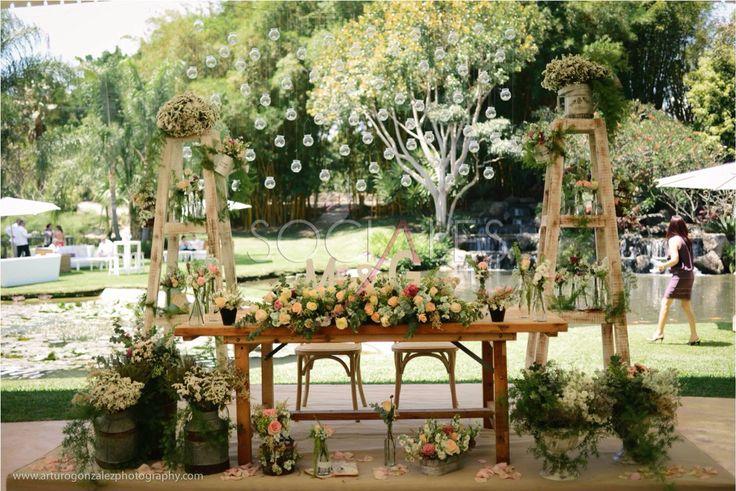 Mesa de novios vintage socialesbyokei dise o de bodas for Arreglos para boda en jardin