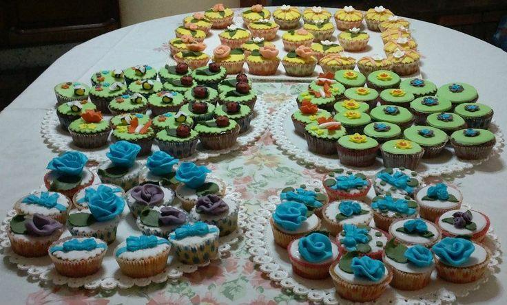 SCHOOL OF SUGARCRAFT: 100 cupcakes per un 18anni in tre stili diversi