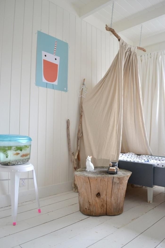 Recently spotted (and admired) on the Dutch blog Frivole: aDIY canopy hung from a branch over a children's bed. This project can easily be replicated