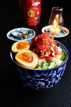 グルメしょうゆとアーモンドまぐろの漬け丼 レモンパセリ飯し めんつゆ漬け半熟卵 レシピブログ