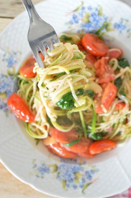 Een simpel en gezond receptje klaarmaken? Courgette spaghetti