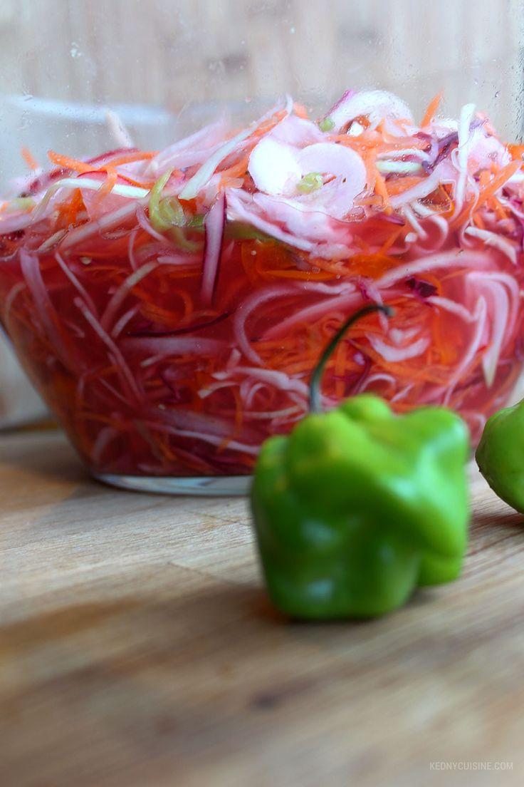 Recette de pikliz qui est un des condiments très répandu dans la cuisine haïtienne. Le pikliz accompagne souvent le griot haïtien, la banane pesée etc.
