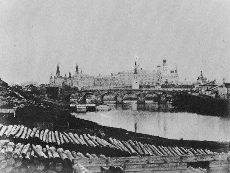 1852. The Big Stone Bridge of the seventeenth century. It was demolished in 1858.