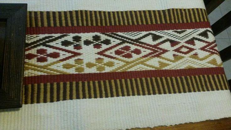 camino de mesa con dibujo mapuche