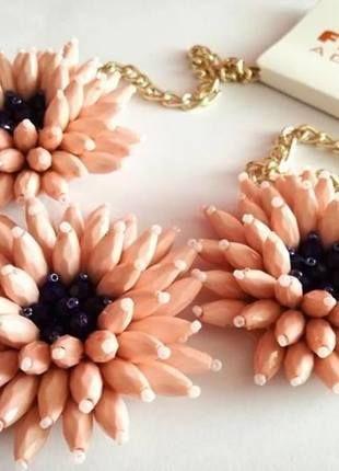 Kupuj mé předměty na #vinted http://www.vinted.cz/doplnky/nahrdelniky-and-privesky/12684731-vyrazny-statement-nahrdelnik-se-zlatym